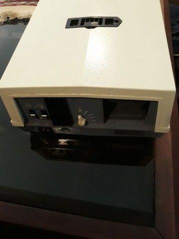 Projetor de slides com carretel e controle remoto