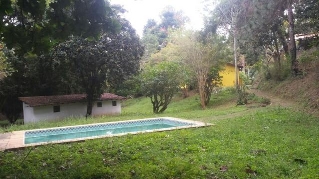 Casa em Itaipava ideal para construtores e investidores, com terreno de 5.000m2 planos
