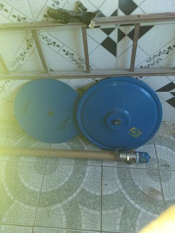 Bomba de graxa pneumática com a tampa do tonel