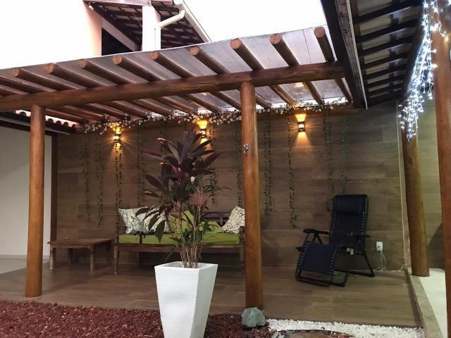 Casa de 4 quartos decorada, linda no condomínio Pedra do Sal