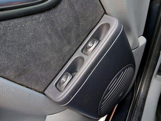 RENAULT CLIO PRIVILEGE 1.6 16V - Foto 18