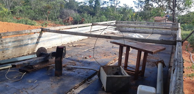 Carroceria de madeira 7,5 metros - Foto 6