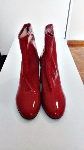 Bota de couro vermelha