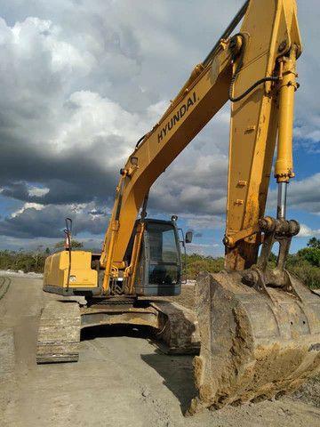 Escavadeira Hyundai 210 Ic. - Foto 2