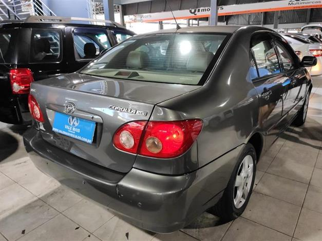 Toyota Corolla Sedan XEi 1.8 16V manual fazemos troca com troco - Foto 6