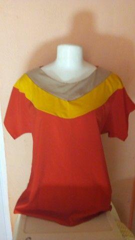 Seis blusas femininas e uma bolsa - Foto 2