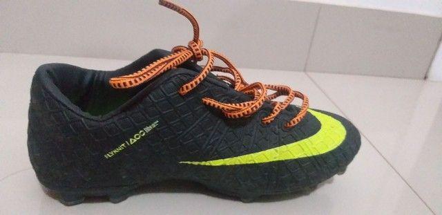 Chuteira da  Nike   tamanho  35  usada    só   duas    vezes  - Foto 2
