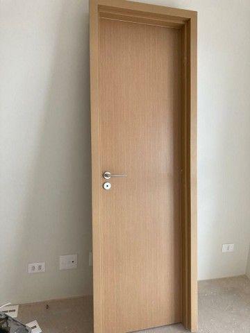 Porta De Madeira com batente sem uso