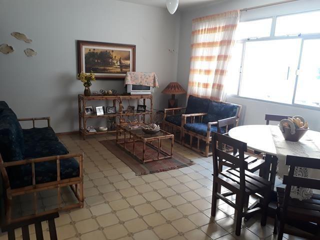 Amplo apartamento Praia do Morro, 2 quartos, 2 vagas de garagem, quadra do mar