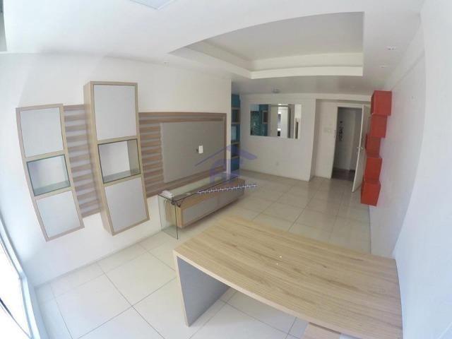 Apartamento quarto e sala com móveis fixos - Edifício Jacarandá - Ponta Verde