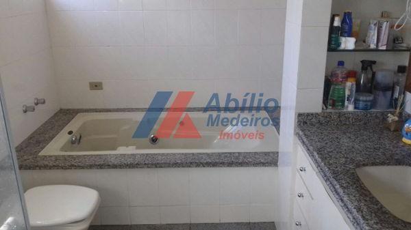 Casa sobrado com 5 quartos - Bairro Bancários em Londrina - Foto 6