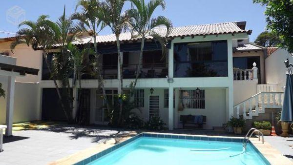 Casa sobrado com 5 quartos - Bairro Araxá em Londrina