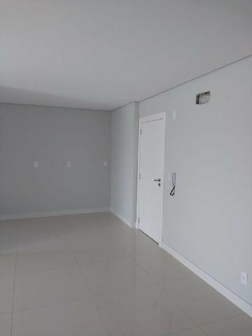 Apartamento suíte mais 01 dormitório com terraço no Bairro Jardim Itália - Foto 5