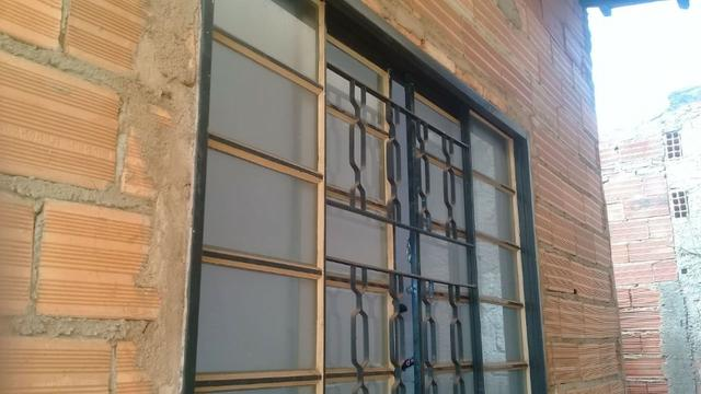 Vendo Janelas com vidro - Foto 2