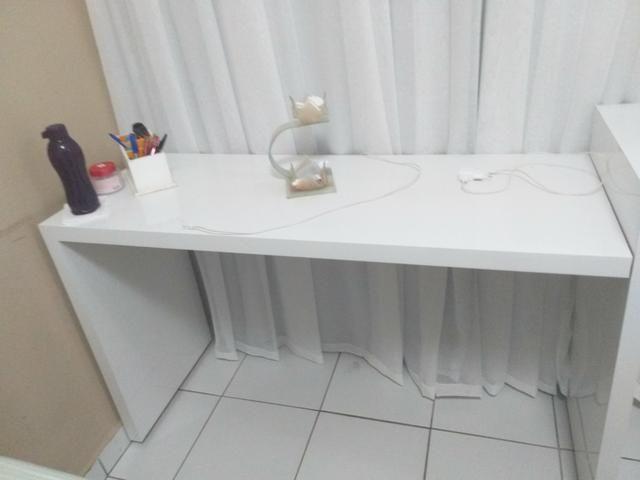 Mesa com gaveteito medindo 2.36 m - Foto 3