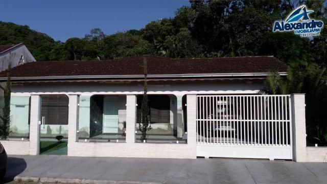 Casa com piscina no centro de guaramirim. - Foto 2