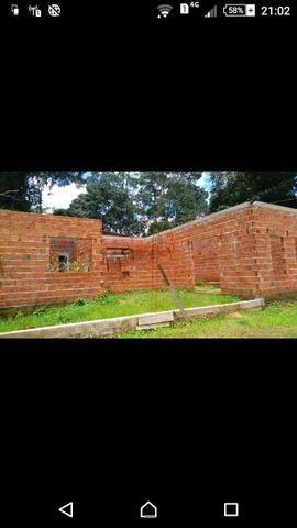 Vende-se casa ainda em construção
