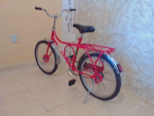 Bicicleta antiga monark barra circular aro 20 vermelha
