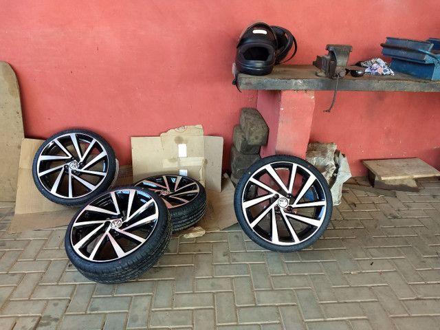 Vendo roda zunck original  com quatro pneu novos