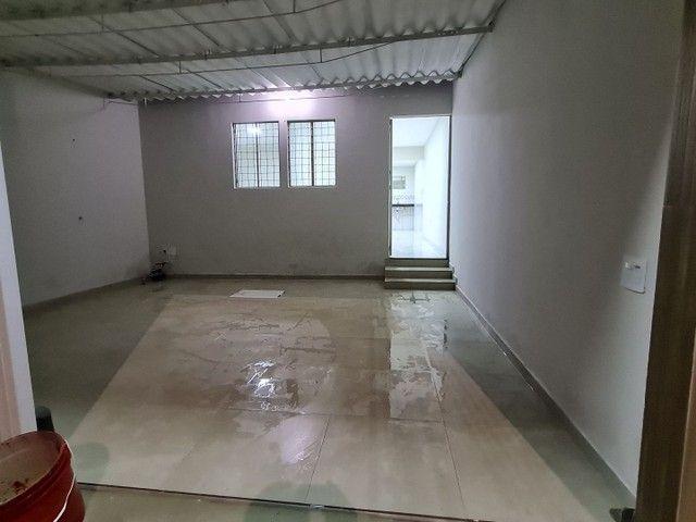 Vendo casa na rua Clara Nunes, próximo ao caic - Foto 2