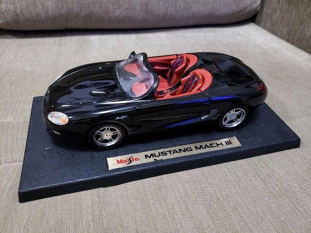 Miniatura Carro de Coleção Mustang Mach III Escala 1/18
