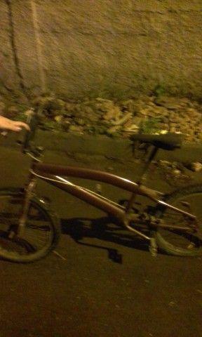 Vendo bicicleta serve pra criança adólesente e adulto