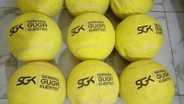 Kit Com 9 Bolas De Tênis Gigantes Guga Kuerten Com Defeito - Foto 4