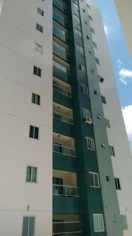 Apartamento de 02 Quartos no Residencial FCA no Catolé com Armários de Cozinha e Banheiros