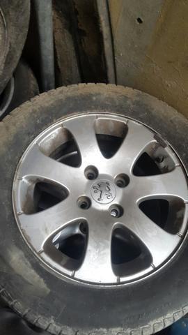 Jogo rodas originais 307 com pneus - Foto 2