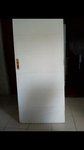 2- Portas de madeira com avarias embaixo pra levar logo ! - Foto 4