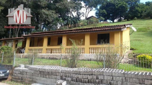 Chácara com escritura, 1450 metros, 02 dormitórios, acesso asfaltado