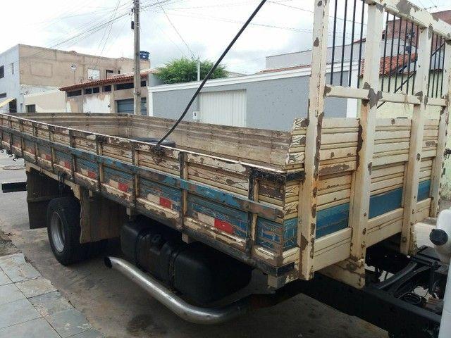 Vende-se carroceria de 5 m. 50 de comprimento