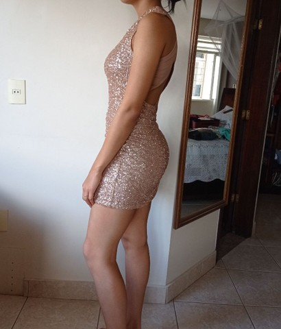 Vestido curto com brilho. - Foto 2