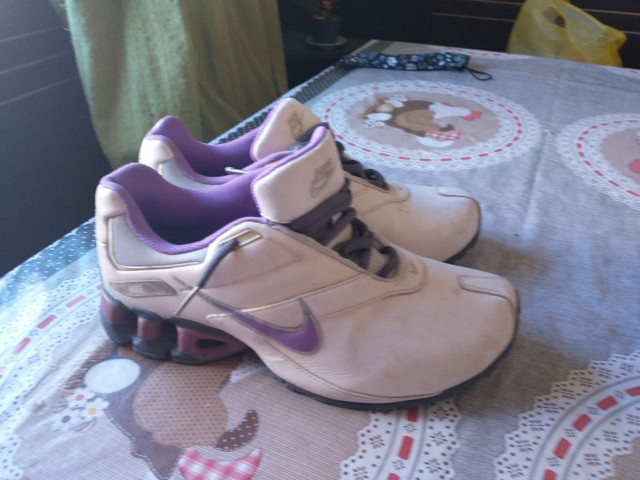 Tênis Nike, tamanho 35, branco com lilás