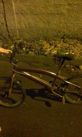Vendo bicicleta serve pra criança adólesente e adulto  - Foto 2