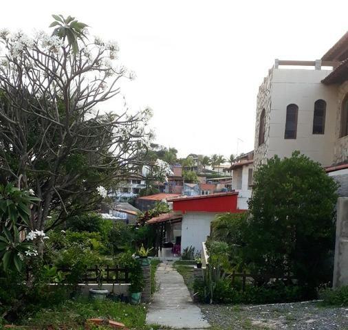 2/4, casa ampla, varanda, garagem, próximo a Praia! Pituaçu!