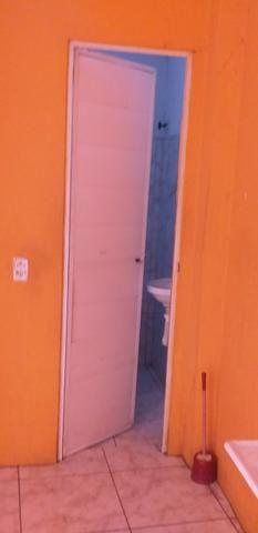 Vendo prédio de 3 pavimentos, c/8 kitinetes + ponto comercial, no Quintino Cunha - Foto 10