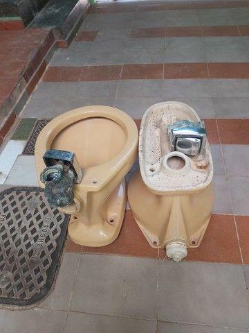 Conjuntos de vasos sanitário com válvula de parede