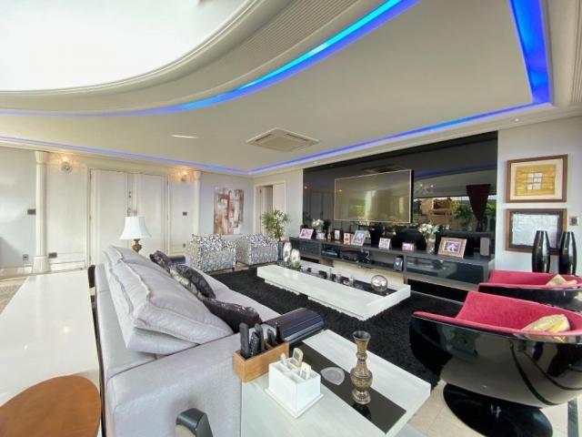 Cobertura espetacular com 495 m² privativos e 6 vagas de garagem - Foto 3