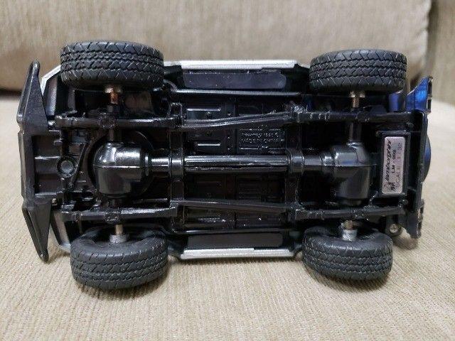 Miniatura Carro de Coleção Lamborghini LM Escala 1/32 - Foto 4