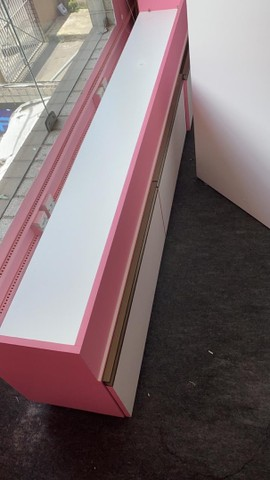 Exibidor vitrine para manequim com gavetas 400,00