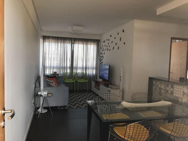 Apartamento 2 quartos na Madalena mobiliado, no porcelanato e com armários