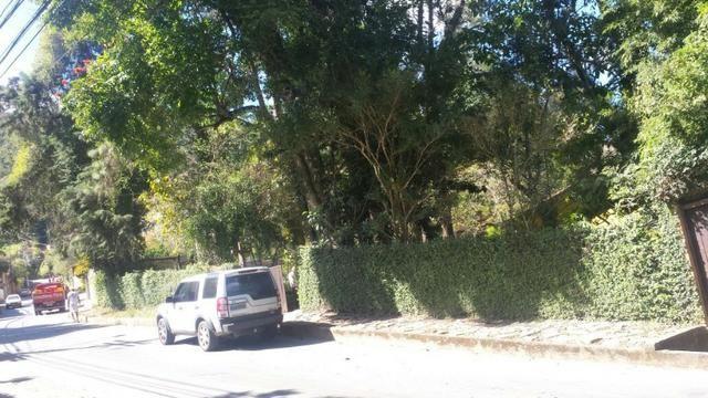 Casa em Itaipava ideal para construtores e investidores, com terreno de 5.000m2 planos - Foto 2