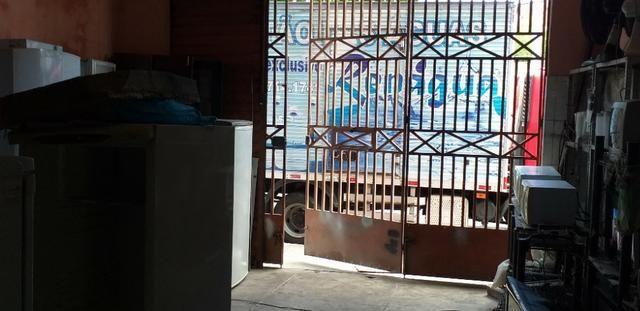 Vendo prédio de 3 pavimentos, c/8 kitinetes + ponto comercial, no Quintino Cunha - Foto 17
