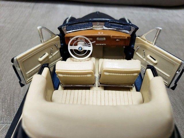Miniatura Carro de Coleção BMW 502 (1955) Escala 1/18 - Foto 2