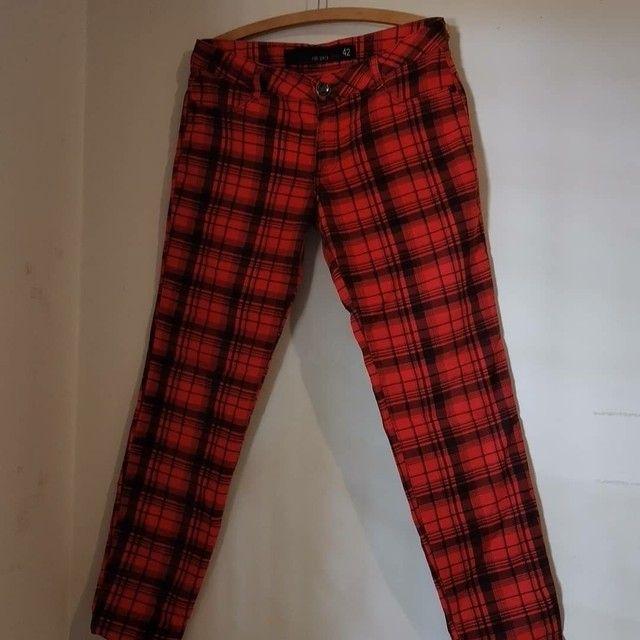Calça jeans xadrez vermelha  - Foto 3