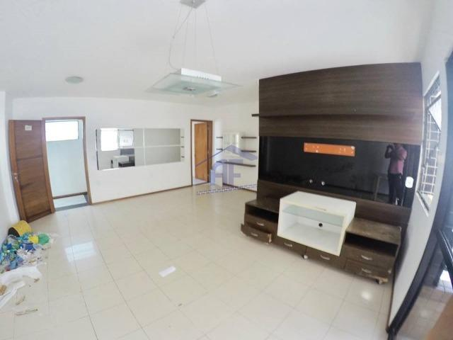 Apartamento com 3 quartos sendo 2 suítes (1 máster) - Edifício Lyon - Ponta Verde