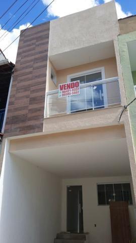 Casa no condomínio Beija-Flor da Colina, 2 suítes - Garagem - ótima localização