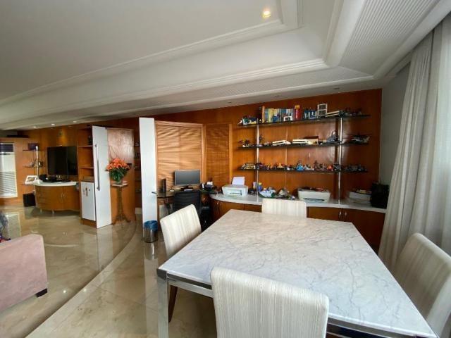 Cobertura espetacular com 495 m² privativos e 6 vagas de garagem - Foto 13