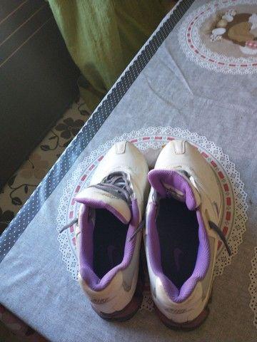 Tênis Nike, tamanho 35, branco com lilás - Foto 5